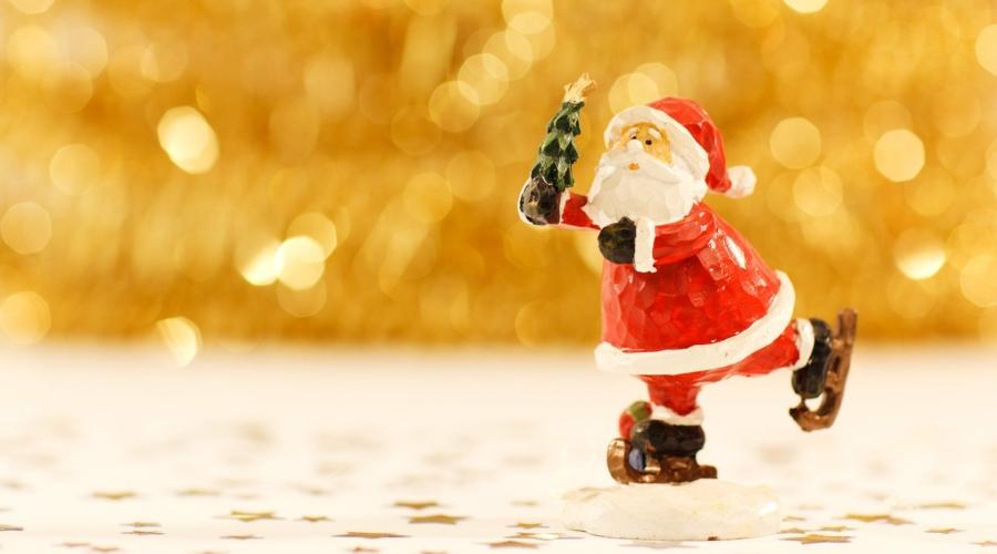 Weihnachtsmann auf Schlittschuhen